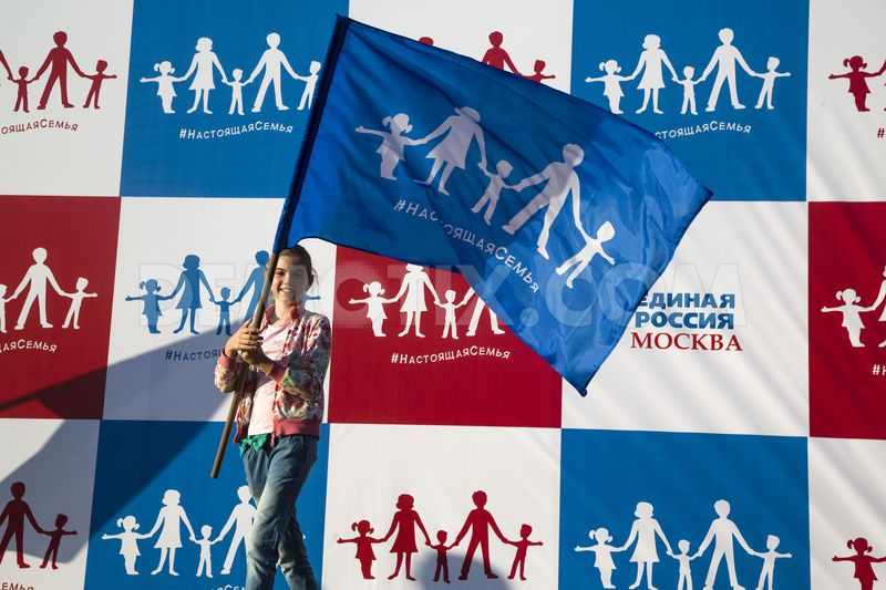 1436388969-united-russia-political-party-unveils-russian-straight-pride-flag_8060178